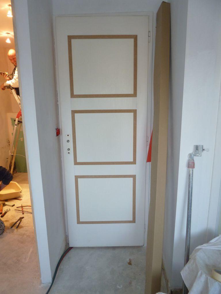 Décoration interieur pose de moulure sur porte